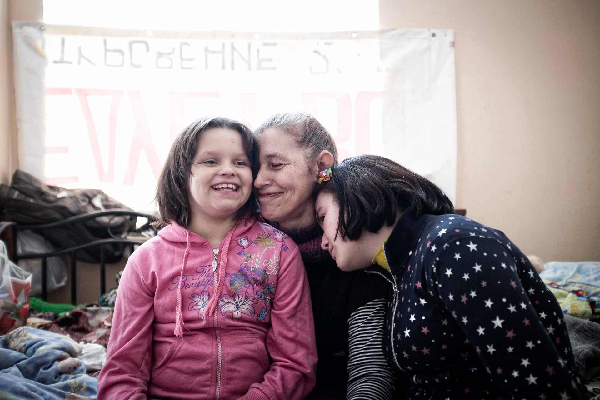 Lena, 37, from Donetsk, arrived alone with her 4 children. She now works as a street cleaner in Kramatorsk. Here with her two daughters. Valya often smile. Anna, 17, is more silent and looks sad. She aims at becoming a cook and prepares the daily meals of her family. Kramatorsk - UKRAINE
