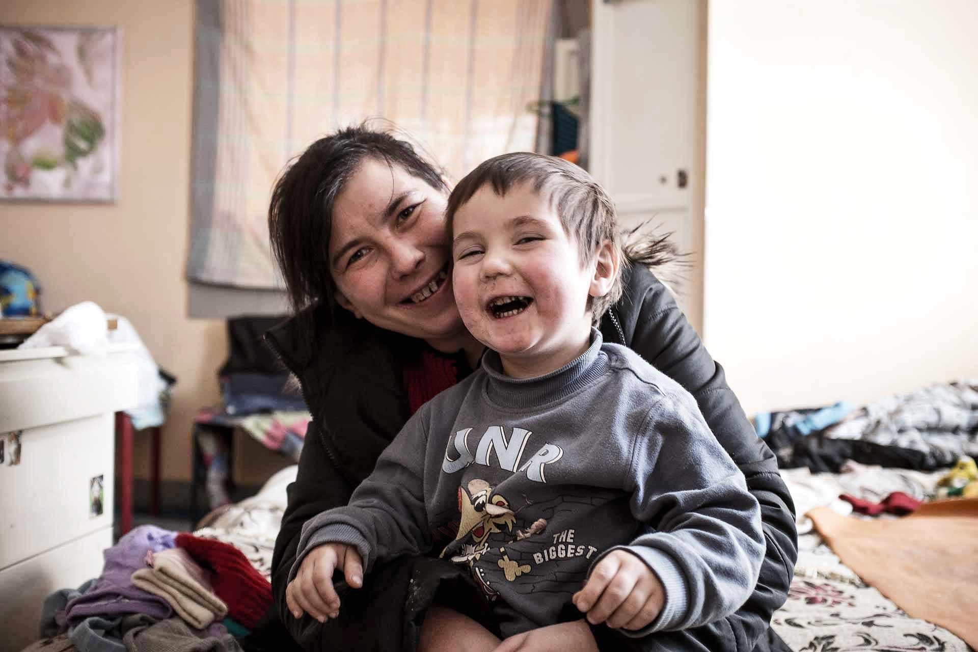 Sveta, 27, from Yenakievo, has 3 children. Vlad is one of them. They live with some other 20 people in the same room. Kramatorsk - UKRAINE