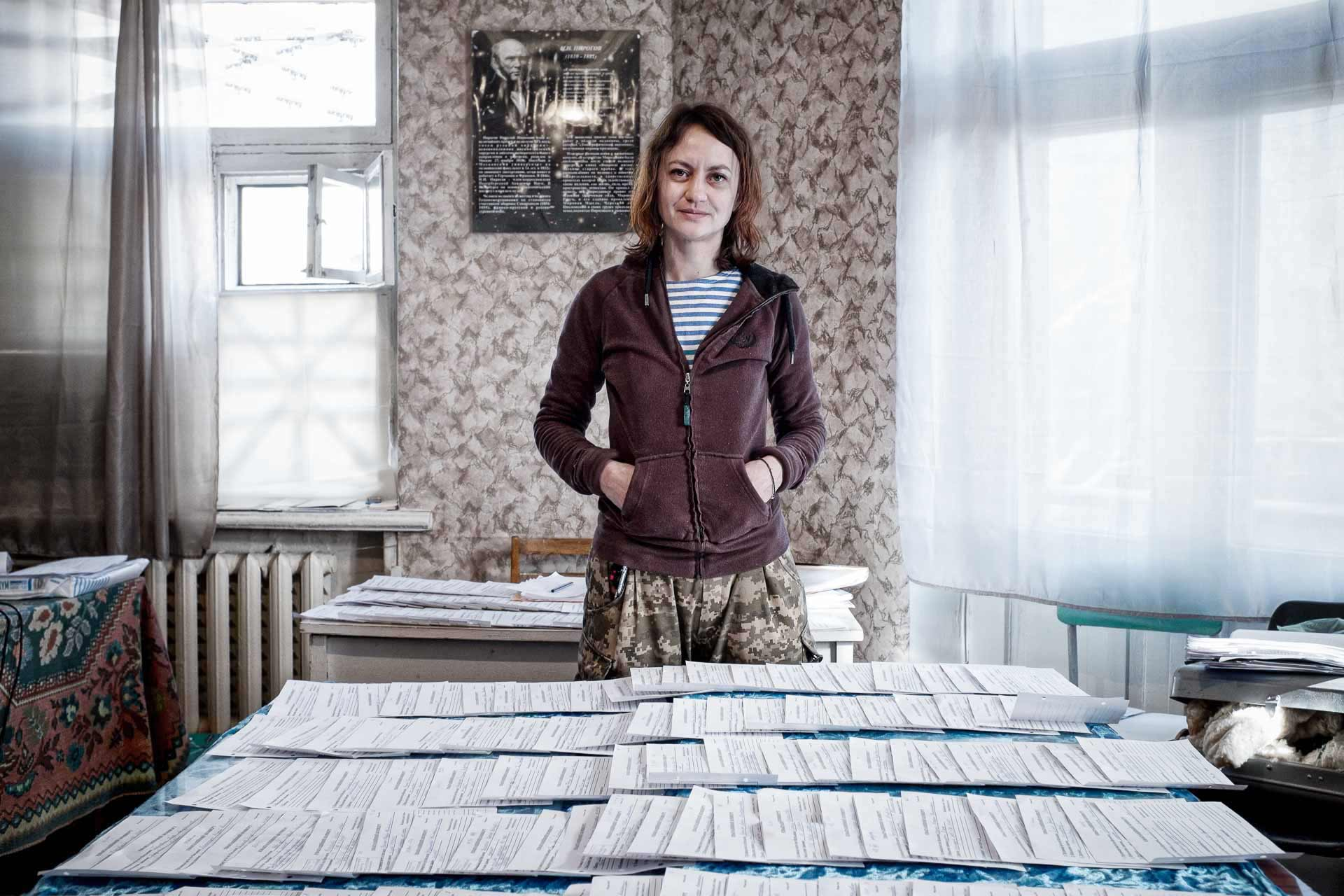Natasha, volunteer from Kyiv, 36, works at the administration of the Artemivsk militay hospital. Bakhmout - UKRAINE