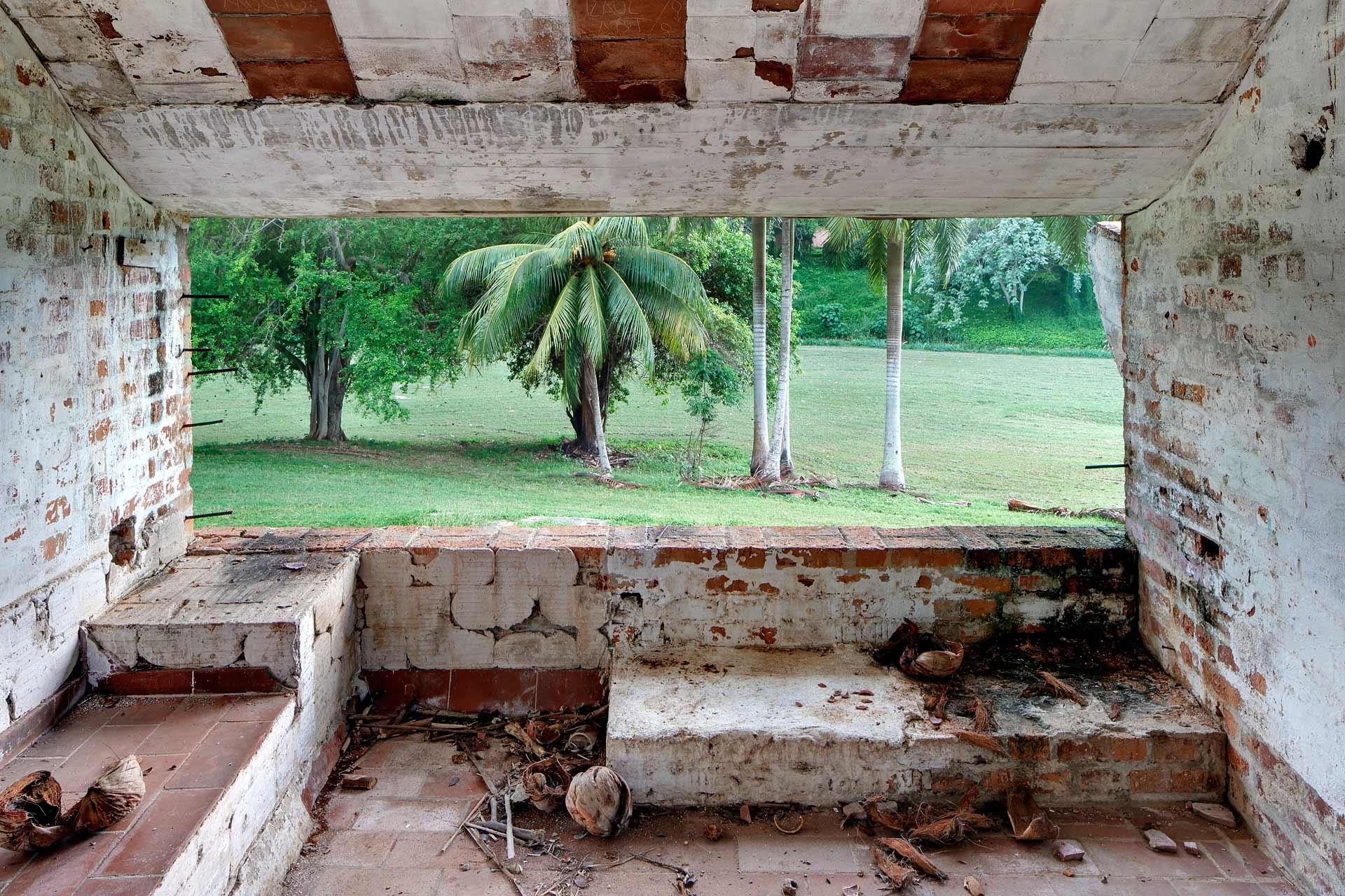 julien-cresp_caribbean-blues_wastelands