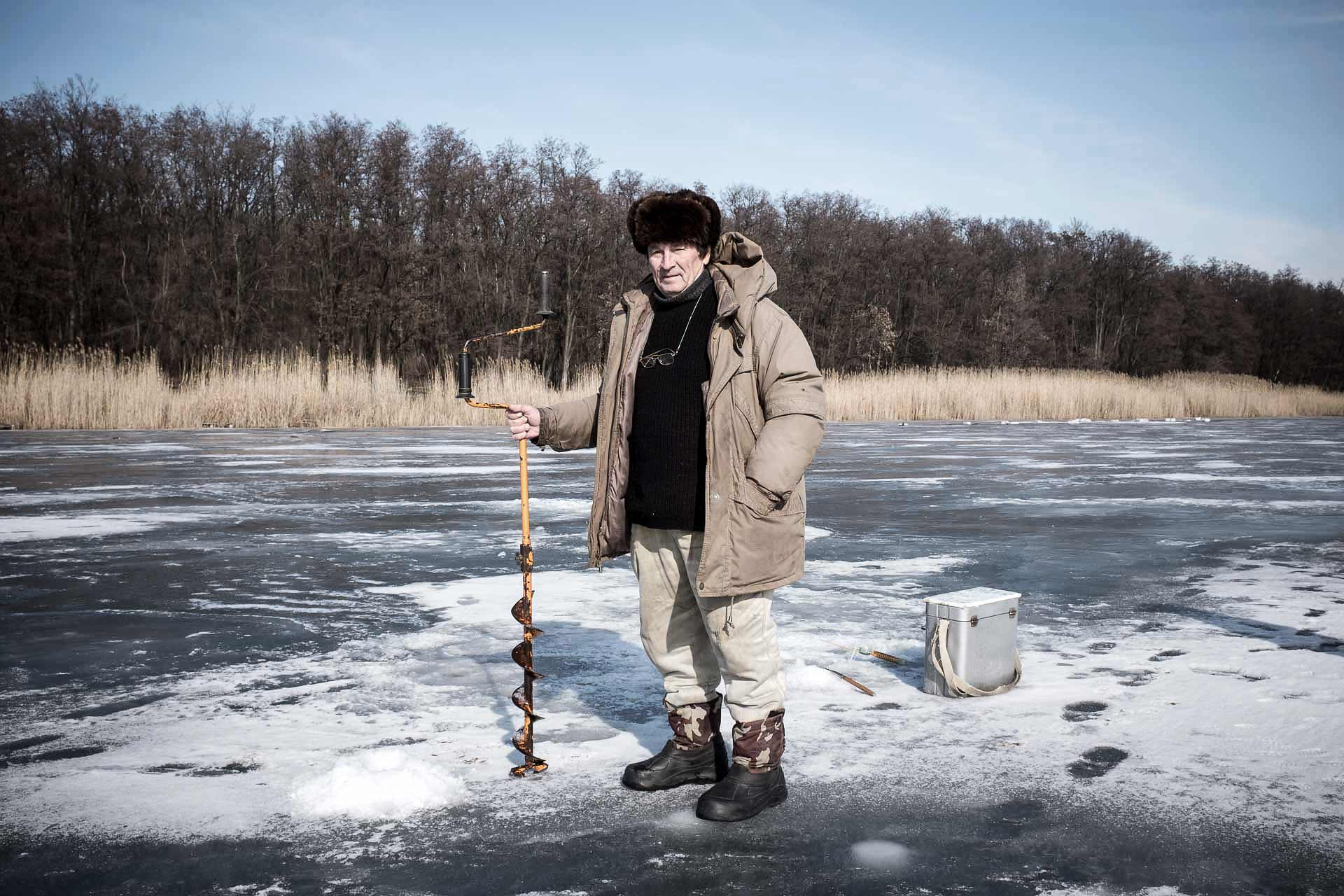 Viktor is a fisherman on Artemivsk lake. Like his fellow fisherman, the catch on this day was poor. Viktor doesn't speak about politics, instead preferring to teach others how to pierce the ice with his huge drill. Bakhmout - UKRAINE