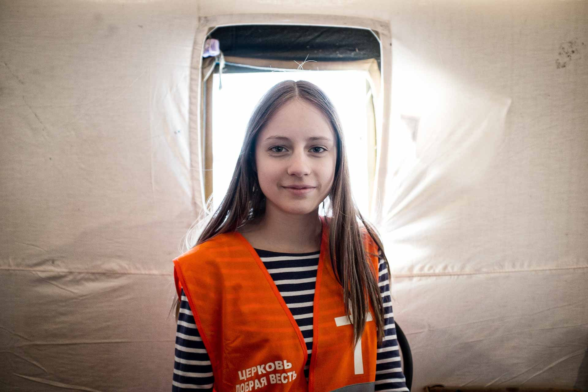 Liuda is 19. She helps as many other young people as a volunteer in the IDP center created by the Dobraya Viest protestant church in Slaviansk railway station. Slaviansk - UKRAINE