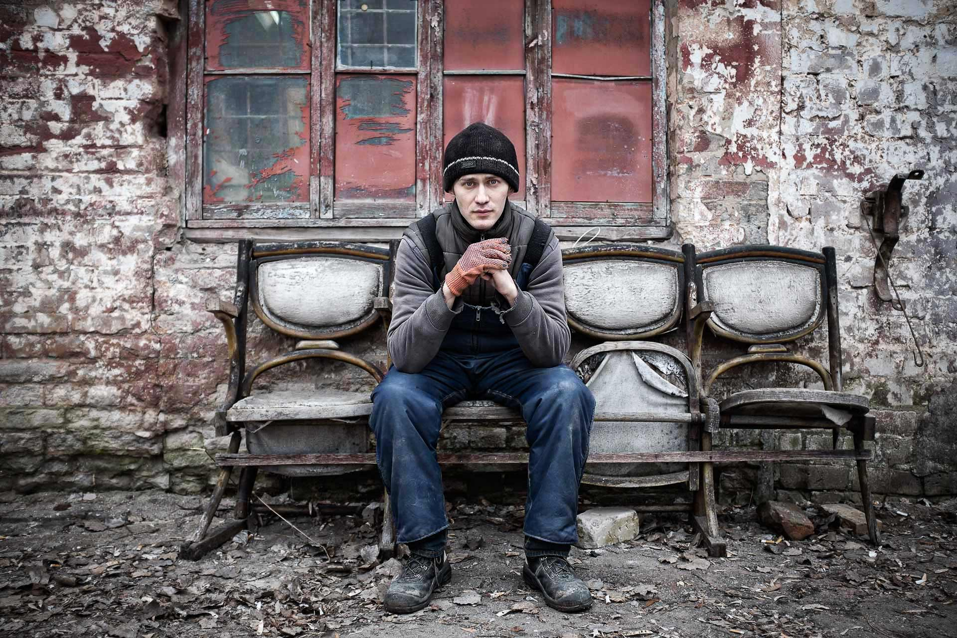 Alexander, 31, works in a wallpaper factory in Slaviansk. He remembers the three months of DNR secessionists' occupation from May to July 2014, and recalls their violent behaviors. Slaviansk - UKRAINE