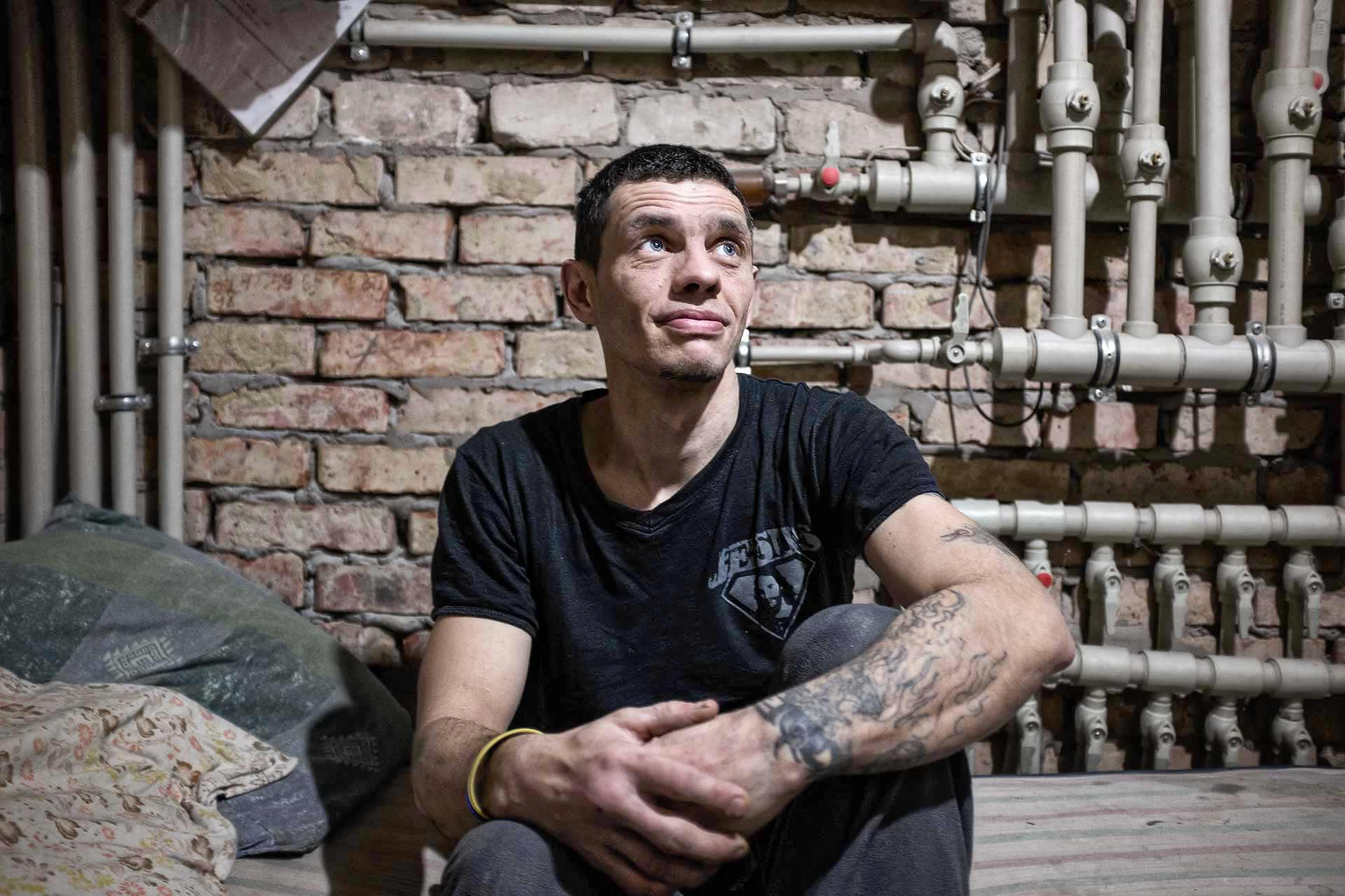 Vlad, 33, is from Slaviansk. During the DNR period, from may to july 2014, he protected the building owned by the Evangelists, from DNR secessionists. He now manages the IDP center created by Evangelist church of Slaviansk, from the first arrivals of IDP, in last October. 45 of them now live there. Slaviansk - UKRAINE